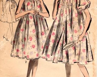 1960s Peignoir & Nightgown Pattern - Vintage Advance 2917 - Size 10 Bust 31