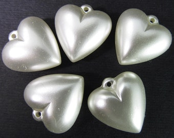 8 Vintage 18mm Pearlized White Puffy Heart Charms Pd668