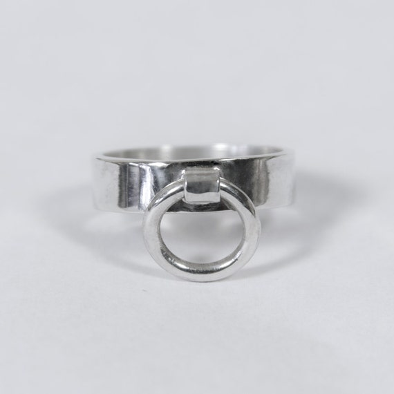 O ring with clit clip