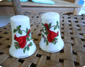 Vintage Lefton China Made in Japan Cardinal Salt & Pepper Shakers. Kitchen Decor. Bird Lover. Holly Berries and birds. Red Cardinal