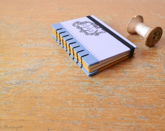 """Quaderno lilla e celeste """"To do list"""". Bullet Journal con copertina rigida in formato A7 con legatura copta."""