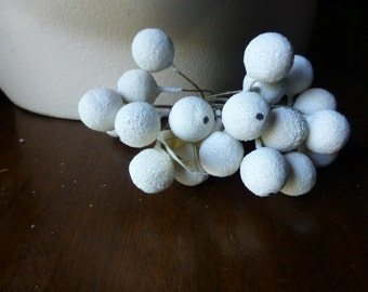 Ivory Berry Cluster Spray Vintage for Bridal, Boutonnieres, Headpieces, Halos, Wreaths, Bouquets  ML 157iv