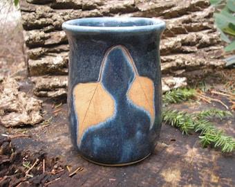 ENREGISTRÉ pour Catherine - gris bouleau feuille tasse 16 oz, tasse en porcelaine bleu, fait à la main colonial, mug feuille, tasse à café, tasse préférée