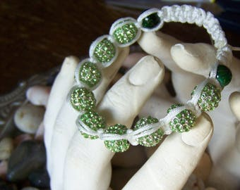 Bracelet shamballa or macramé Tibetan green & white