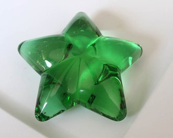 Green clear star paperweight