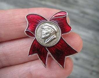 Vintage Soviet pin Lenin pin soviet Communist propoganda red bow USSR vintage pin badge history Lenin communism rare pins