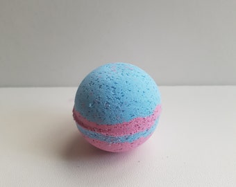 Scented bath bomb medium