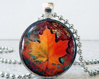 Maple Leaf Necklace, Maple Leaf Pendant, Autumn Leaf Glass Art Pendant, Leaf Necklace, Leaf Pendant, Autumn Jewelry, Autumn Pendant