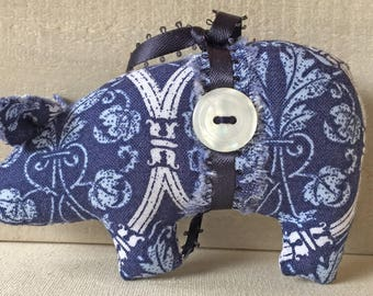 farm decor - pig ornaments - handmade ornaments - pig decor - animal ornaments - Christmas ornaments - tree ornaments - pigs - novelty ornie