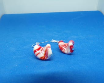 Earrings with spiral bead