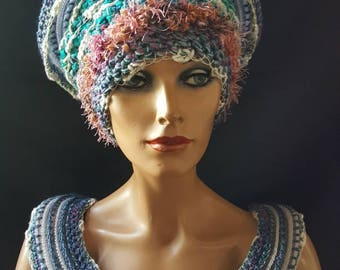 Nice combination of hat and necklace.