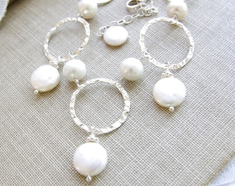 Modern Pearl Necklace Sterling Silver Circle Jewelry Coin Pearl Bride Necklace June Birthday Hammered Jewelry Handmade Wedding Jewelry