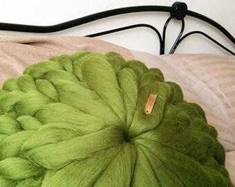 Merino wool round cushion. Merino knitted pillow. Chunky knitted cushion. Bulky cushion. Round cushion. Pure merino wool pillow.