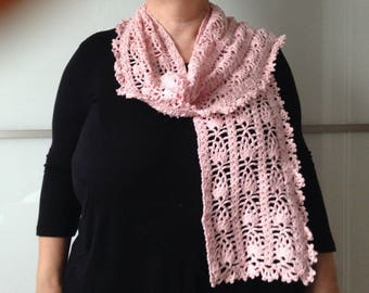 Scarf Hawthorn completely crocheted Rose for spring with its matching flower brooch