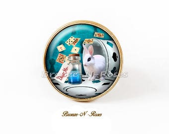 Ring Drink me Alice in Wonderland cabochon shows lock