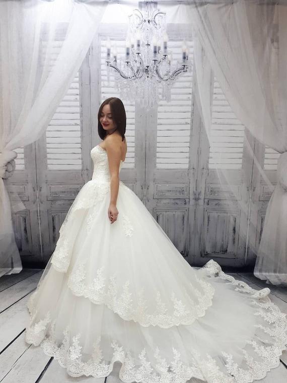 Brautkleid mit Schleppe Vintage Stil Spitze Kleid Prinzessin