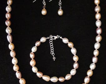 Necklace, bracelet and earrings Pink freshwater pearls colour mix (Gemstone)
