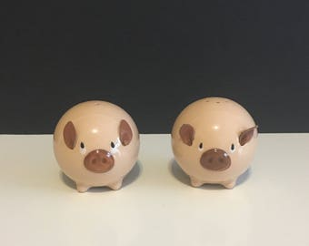 Vintage Giftcraft Piggy's Salt and Pepper Shakers