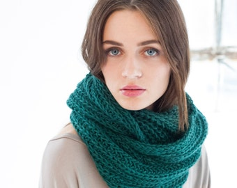 Infinity Scarf / Chunky Knit Scarf /  Long Wool Scarf / Loop Scarf / Stocking Stuffer / Perfect Gift / Marcellamoda k - MA0401