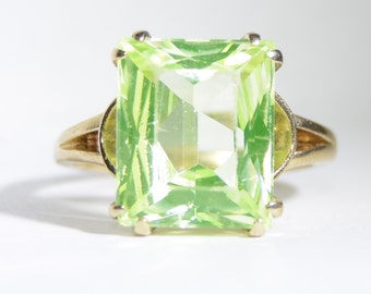 Vintage Peridot Solitaire Ring 10K Yellow Gold Size 5.75