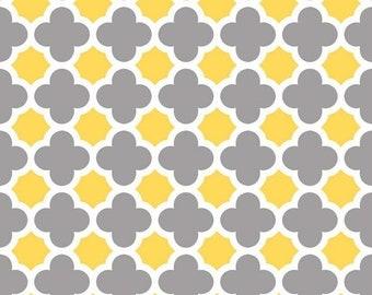 Summer Clearance Quatrefoil Medium in Gray/Yellow by Riley Blake Designs - Half Yard