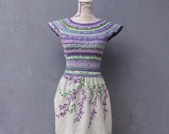 Bunte böhmische Kleid Hand gehäkelte Spitze Kleid lila und grün gestreift Größe 4/6 EU Größe 34/36