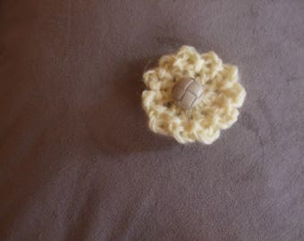 Adorable brooch / hair clip / pale yellow handbag
