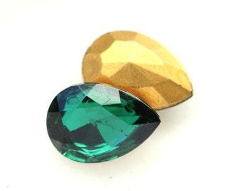VINTAGE 18x13mm Emerald Green Pear Teardrop Glass Jewels Gems Stones, Gold Foiled. Quantity 2