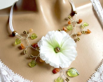 Necklace summer white flower eyelet.