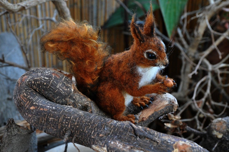 Nadel Gefilzte Tier. Eichhörnchen. Unternommen