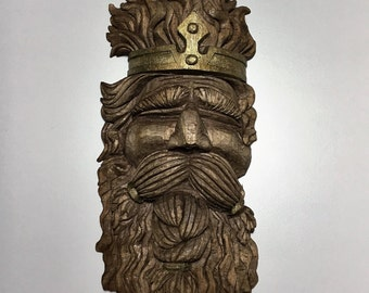 Wooden sculpture-THE KING-linden wood-hand carved made in Italy idea gift handicrafts