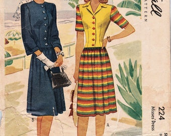 McCall 224 / Vintage 1940s Sewing Pattern / Dress / Size 18 Bust 36