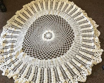Crocheted large doily (Vintage)