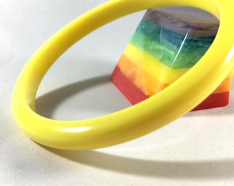 Vintage Bakelite Bracelet - Bright Lemon Yellow Spacer Polished Bakelite Bangle 5/16""