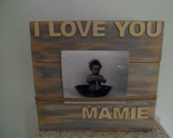Picture in gray patina of this pallet wood frame of the