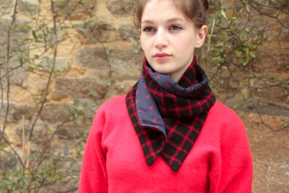 Scarf/cowl. Collar Chic black and Red Plaid wool Tweed and taffeta. Snap neck circumference.