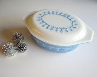 Vintage Pyrex, Casserole Dish, Blue Snowflake, 1.5 QT, Mid Century,  Bakeware, Blue and White, 043