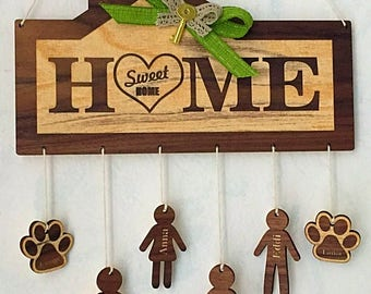Wooden plaque with personalized names people and animals, gift idea