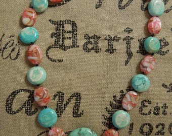 Pink and blue necklace: pink mother-of-pearl shell and resin bead with blue magnesite