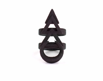 Rune ring in black - A ring with a magical rune.