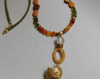 Long Colla of agates, Czech crystal and cat's eye stone. Gold-plated brass jack-shaped pendant.