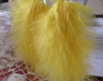 "Steamy ""volupte"" yellow natural feather earrings"