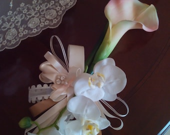 COMPOSITION orchid, calla lily and rose satin