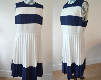Vintage 1950s Nautical Sun Dress - Large - Sleeveless with Navy White Stripes and pleated Skirt