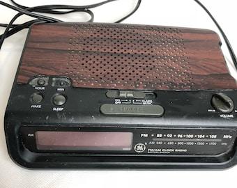 Vintage GE General Electric No.7-4613A Fm/Am clock radio