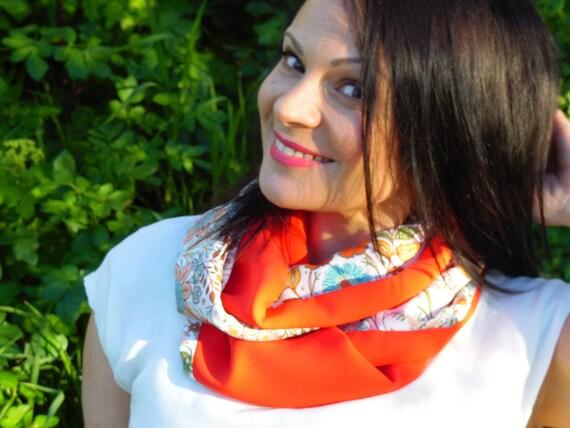 Foulard snood rouge coquelicot et coton fleurs multicolores.