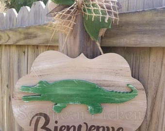 Bienvenue Gator Plaque Door Hanger