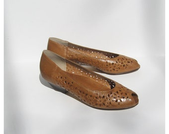 Vintage Leather Shoes Ladies Size 8 / Womens Honey Golden Leather Shoes Low Heel Made in Brazil / Skimmers / Flats / Peep Toe