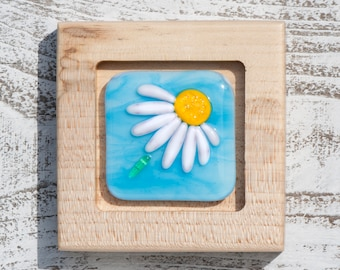 Fused Glass Picture - Daisy on Wispy Turquoise