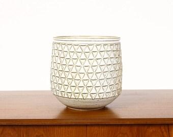 Ceramic Stoneware Planter — Large Delta pattern — White Glaze — P43